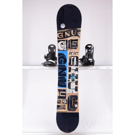 snowboard GNU CARBON CREDIT BTX, BLACK/blue, WOODCORE, CARBON, sidewall, HYBRID/rocker ( en PARFAIT état )